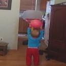 miniature pour Un enfant de 20 mois fait des trick shots au basket