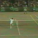 lancer-raquette-pour-marquer-point-tennis