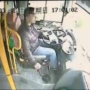 lampadaire-percute-chauffeur-de-bus