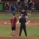 miniature pour Un enfant aveugle ouvre un match de Baseball