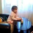 miniature pour Une petite fille regarde un porno