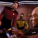 miniature pour Riker enjambe les chaises