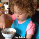 miniature pour Adela, 3 ans, annonce un bébé