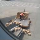 transporteur-colis-chinois-negligeant-aeroport