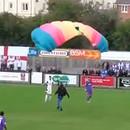 parachutiste-atterrit-plein-match