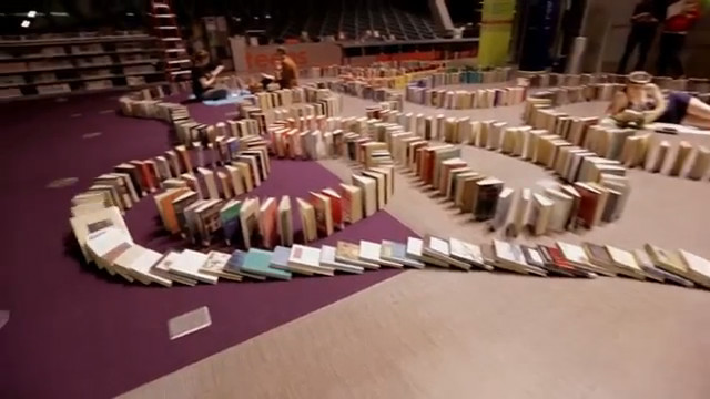 Le Plus Grand Domino De Livres Au Monde