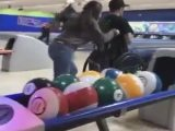 Jouer au Bowling en Fauteuil Roulant