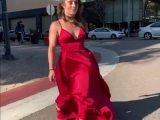 Un salto arrière en robe rouge